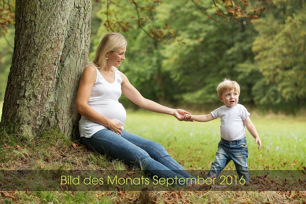 Schwangerschaftsfotos und Familienfotos im Grünen in München