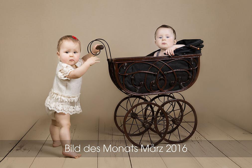 zauberhafte Kinderfotografie mit Zwillingen im Fotostudio in München Laim